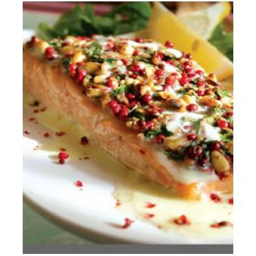 Recette de Saumon en croûte de pignons et sauce au mastic de Chios