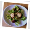Recette des toasts au confit d'oignons et fromage de chèvre sur lit de salade et vinaigrette grecque 0